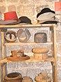 כובענים וכובעים במוזאון אוצרות החומה עכו העתיקה.JPG