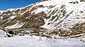 نمای بالایی از نیم قله به سمت هتل و شله ها - panoramio.jpg