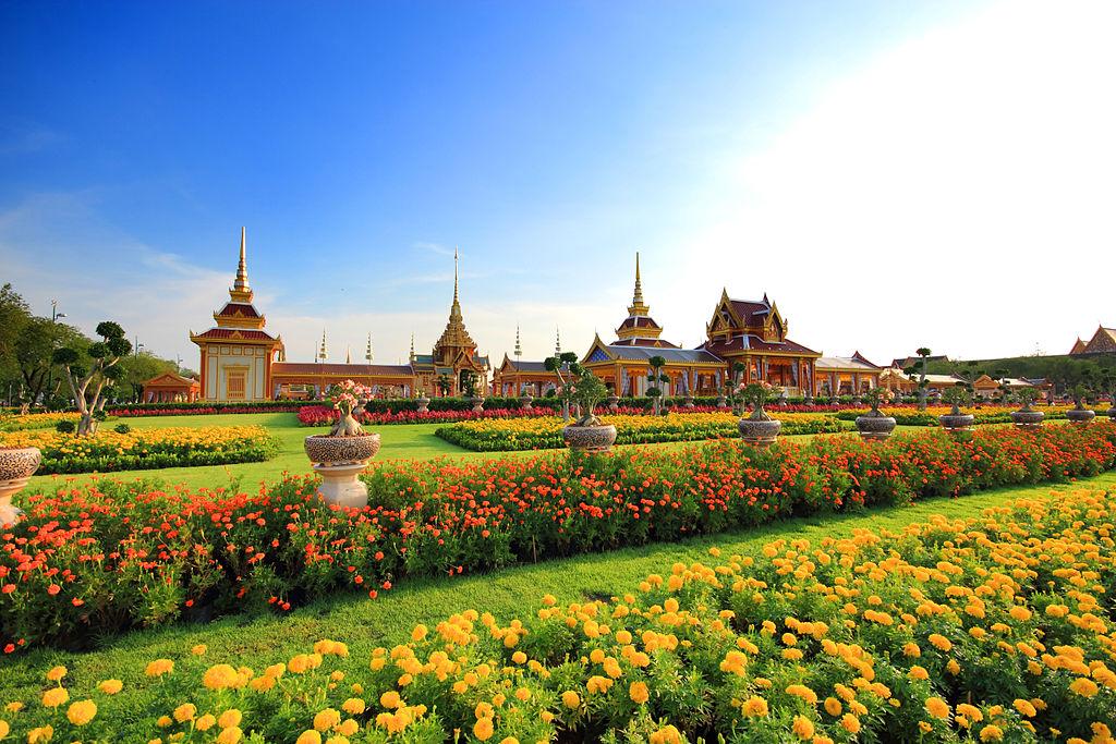 Parc de Sanam Luang en face du musée National à Bangkok - Photo de Yakuzakorat