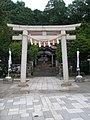 姥神大神宮・鳥居から本殿を望む.jpg