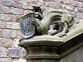 041 Castell de Santa Florentina (Canet de Mar), lleó amb l'escut dels Montaner, al pati.JPG