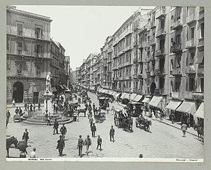 1182 Napoli via Roma (titel op object) Napels (titel op object), RP-F-2007-358-26.jpg