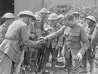 Royal Scots - A raiding party of 11th Royal Scots preparing for action in July 1918