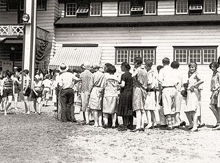 File 1921 bathers at old cedar beach poolhouse - Cedar beach swimming pool allentown pa ...