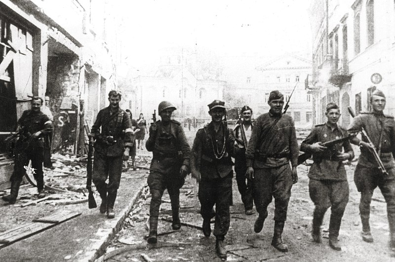19440712 soviet and ak soldiers vilnius