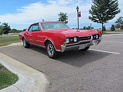 1967 Oldsmobile Cutlass 442 (38852383512).jpg