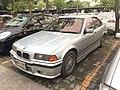 1995-1996 BMW 318i (E36) Eurosport Sedan (13-11-2017) 02.jpg