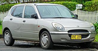 Daihatsu Sirion - Image: 1998 2001 Daihatsu Sirion (M100) hatchback (2011 06 15)