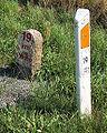 19 km maerke i sten og plastic.jpg