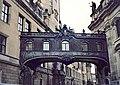 20010311400AR Dresden Gangbrücke Schloß - Hofkirche.jpg