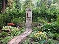20100522200DR Dresden-Striesen Friedhof Kindergrab Tony Hager.jpg