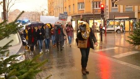 File:2019-11-29 marche-black-friday-Belfort.webm