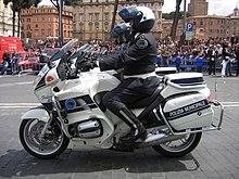 Sfilata dei motociclisti della Polizia municipale di Roma, attuale Polizia Roma Capitale[11]
