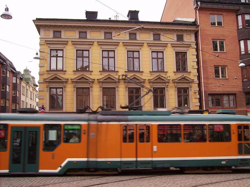 File:3ans spårvagn vid korsningen Drottninggatan och Trädgårdsgatan i Norrköping, den 5 april 2007.JPG