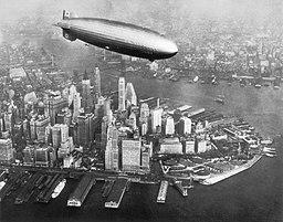 Hindenburg über New York, Public domain, via Wikimedia Commons
