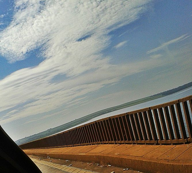 File:A ponte torta.jpg