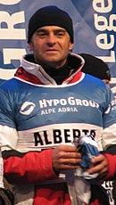 Alberto Tomba in hoed en ski kleding