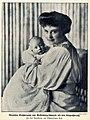 Alexandra Großherzogin von Mecklenburg-Schwerin mit dem Erbgroßherzog, 1910.jpg