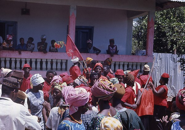 An APC political rally in the northern town of Kabala outside the home of supporters of the rival SLPP in 1968 All People's Congress political rally Sierra Leone 1968.jpg