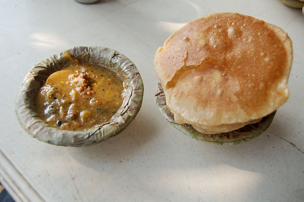 vegan food in india Aloo Puri, typical morning snack, Varanasi