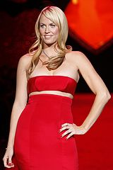 Amanda Beard at Heart Truth 2009.jpg