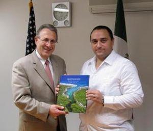 Roberto Borge Angulo - Governor Roberto Borge Angulo (r) with U.S. Ambassador Earl Anthony Wayne