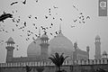 An afternoon with badshahi mosque.JPG