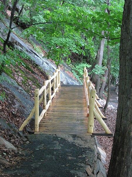 File:Appalachian Trail Bear Mountain, NY, USA - panoramio (5).jpg