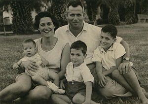 Asaf Simhoni - Simhoni's wife Delilah and their three children. Left to right: Joab, Abner, YiftahTel-Yosef; 1952