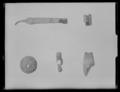 Ask med diverse föremål - Livrustkammaren - 19319.tif