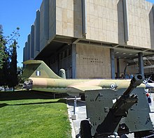 Athens war museum external view 2017.jpg