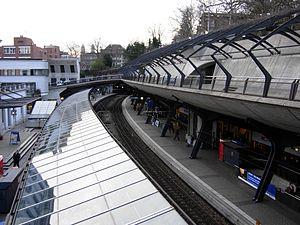 Zürich Stadelhofen railway station - Image: Bahnhof Stadelhofen.20060404 193358