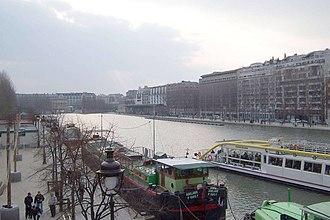Bassin de la Villette - The Bassin de la Villette