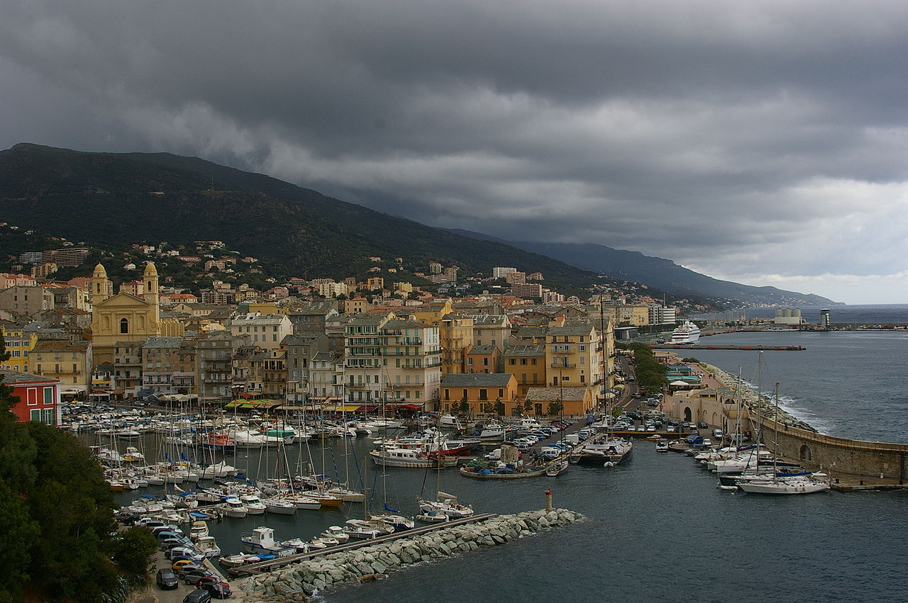 File bastia le vieux wikimedia commons - Vieux port bastia ...