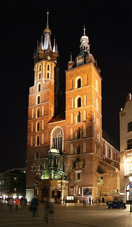 Eglise Sainte Marie de Cracovie à la nuit tombée - Photo de Mbak.melb