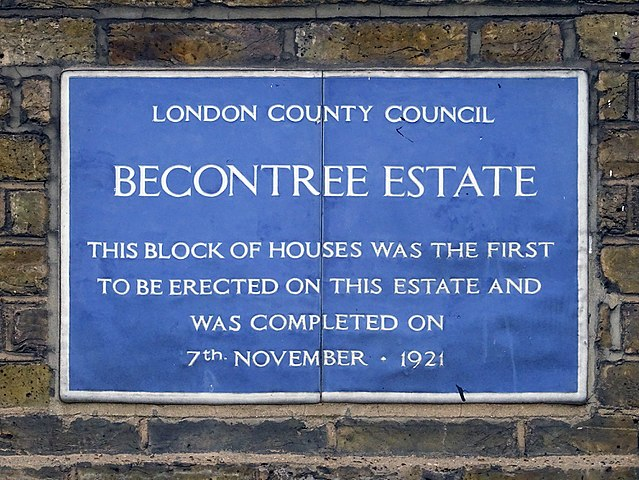 Blue plaque № 9800 - Becontree Estate. This block of houses was the first to be erected on this estate and was completed on 7th November 1921