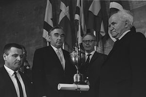 16th Chess Olympiad - David Ben-Gurion presenting the trophy to the winning USSR team