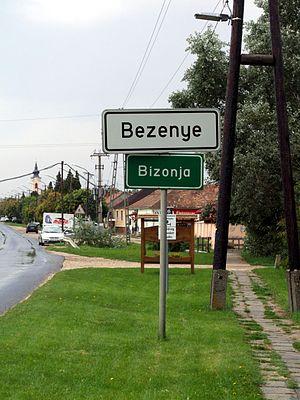 Bezenye - Bilingual city limit sign