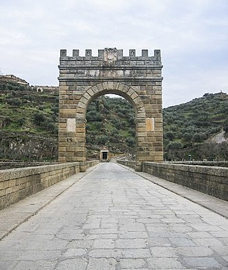 Alcántara Bridge - Image: Blick ueber die Bruecke von Alcantara