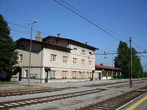 Borovnica-train station.jpg