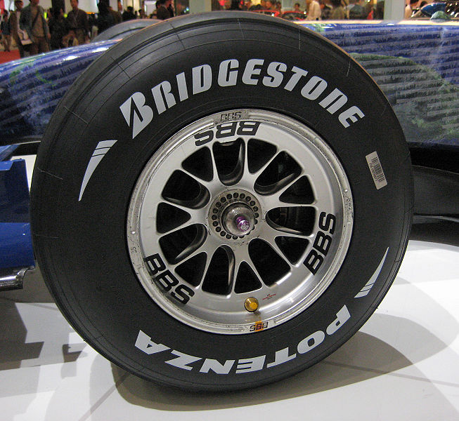 https://upload.wikimedia.org/wikipedia/commons/thumb/0/00/Bridgestone_Potenza_F1_Front_Tire.JPG/653px-Bridgestone_Potenza_F1_Front_Tire.JPG
