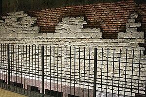 Hôtel des Monnaies/Munthof metro station - Old walls preserved in the station
