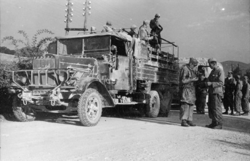 Bundesarchiv Bild 101I-567-1503D-29, Italien, Abruzzen. Abmarsch Fallschirmjäger
