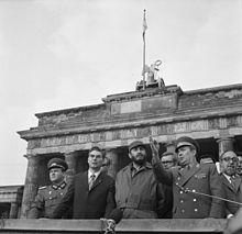 Fidel Castro (terzo da sinistra) durante una visita di stato nella DDR nel 1972
