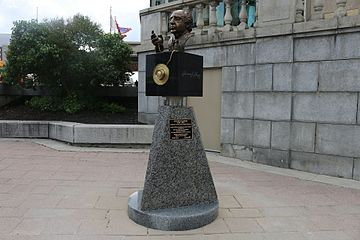 Bust of Yousuf Karsh in Ottawa (3).jpg