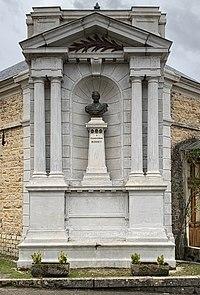 Buste à Claude-Joseph Bonnet aux soieries Bonnet (Jujurieux, France).jpg