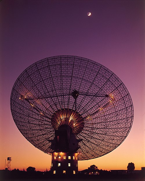 The 64-meter radio telescope at Parkes Observatory as seen in 1969, when it was used to receive live televised footage from Apollo 11 CSIRO ScienceImage 4350 CSIROs Parkes Radio Telescope with moon in the background.jpg