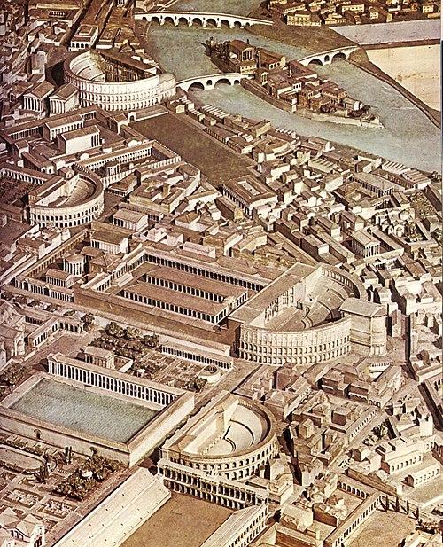 Rekonstrukcija centra starog Rima. Na ovoj slici se vide sve vrste građevinskih poduhvata starih Rimljana. Najočitije su monumentalne građevine Koloseja i Circusa Maximusa, ali nije za zanemariti i fortifikacijski akvadukt, te brojne palače, insulae, cenacule i domuse. Naravno sve ih spajaju brojne ulice i široki Forumi. U sredini se vidi i kompleks Forum Romanum lijevo od Koloseja, a sastoji se od niza trgova (Forum Julium, Nervin, Mirin, Augustov i Trajanov forum) spojenih u jedinstven kompleks. Forum, Kolosej i Circus Maximus činili su najveličanstveniju arhitektonsku panoramu rimskog svijeta, a i šire.