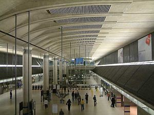 Canary Wharf tube station - Image: Canary Wharf concourse and concourse roof