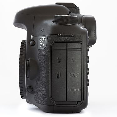 Canon EOS 7D DSLR body left.jpg